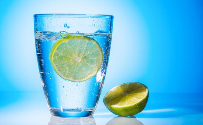 Пейте достаточно чистой воды – это обеспечит нормальную работу почек