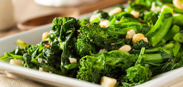 Зеленый овощной салат – важная часть диеты Пегано